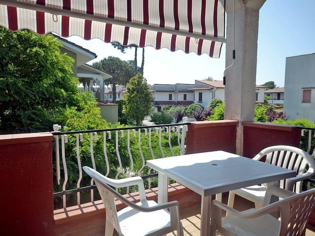 Villetta al primo piano con giardino privato