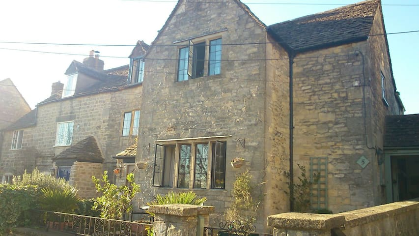17th-century Cotswold cottage