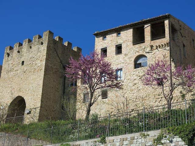 Est Locanda, relax tra le mura medievali
