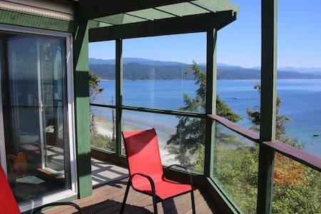 Ocean view vacation apartment - Savary Island, Lund - Apartemen