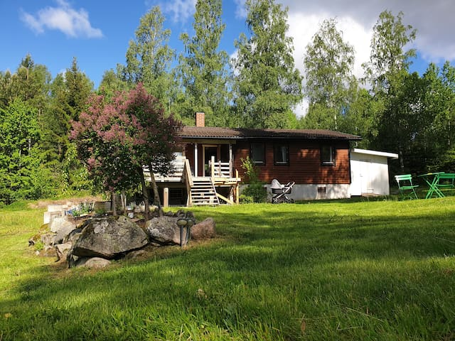 The perfect Swedish vacation by the lake.