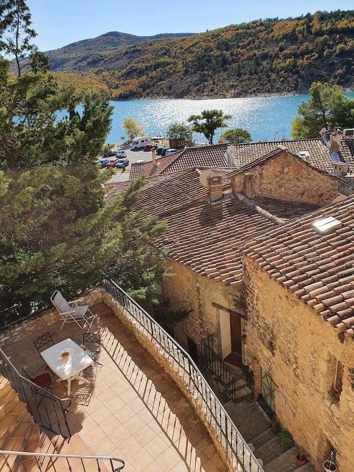 Authentique maison de village avec vue sur le lac