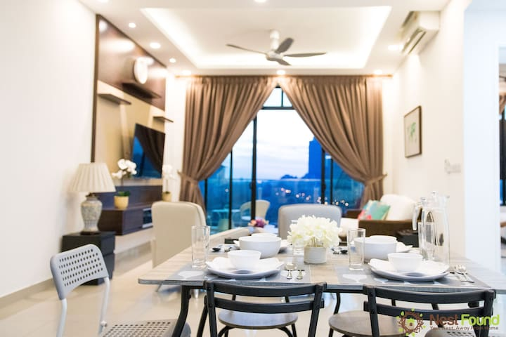 Lovely 3 Bed + 3 Bath @ Conezion, IOI Resort City