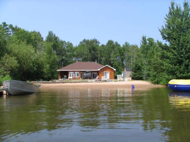 Private Beachfront Cottage - Callander - Houten huisje