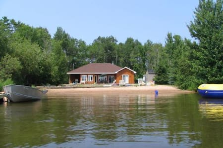 Private Beachfront Cottage - Callander - Srub