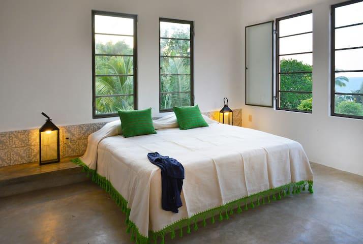 Casa Mimas: romantic retreat, great views, hot tub - Sayulita - House
