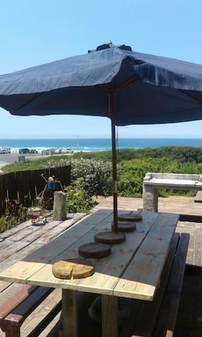 Beautiful view and close to the beach - Glentana