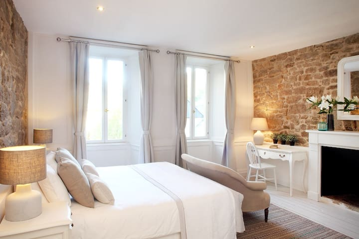 Chambre Aux Sabots Rouges - room ONE - Guémené-sur-Scorff - ที่พักพร้อมอาหารเช้า