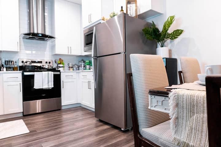 King Size Suite Pet Friendly w/Wifi Luxury Linens