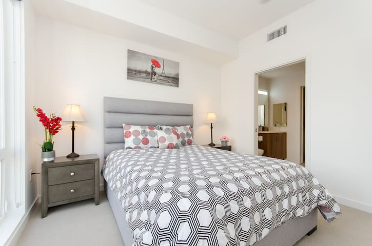 Luxury 2bed 2bath close to SD Convention Center