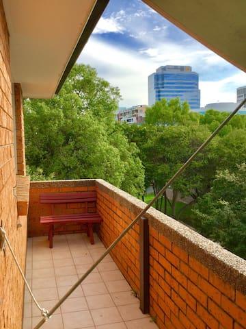 Quiet apartment located off the Parramatta river - Parramatta - Leilighet