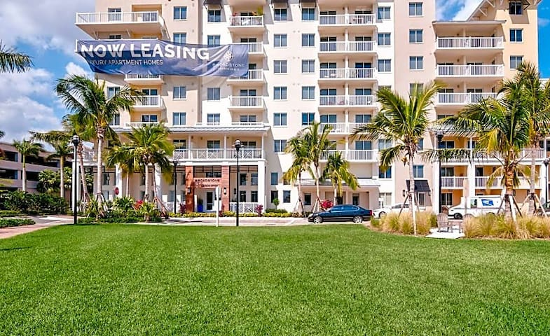 Fort Lauderdale 1/1 Sub lease!