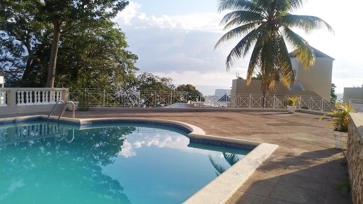 Amazing Location! Thankful Escape Villa