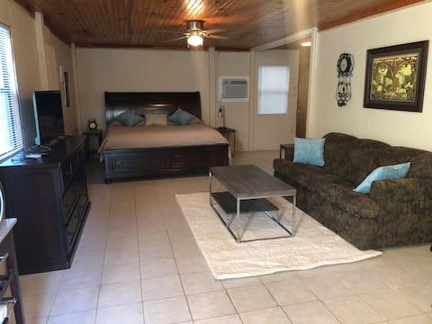 Spacious garage apartment on Lake Tenkiller.