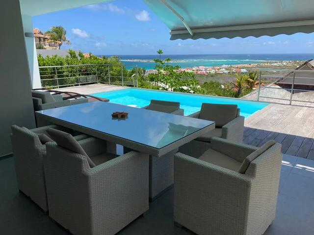 Villa avec piscine / Vue mer