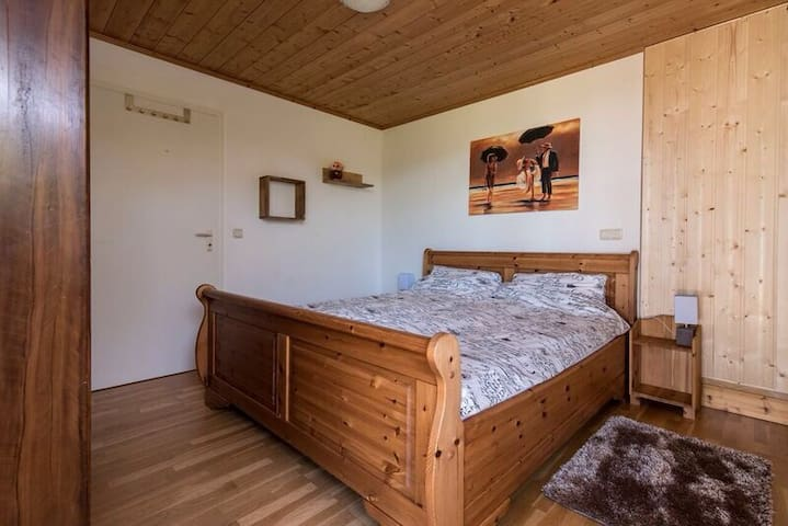 Master bedroom with king size bed (200x180) with access to back garden.