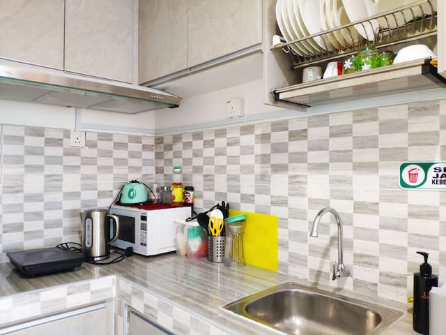 Clean & fully equipped kitchen