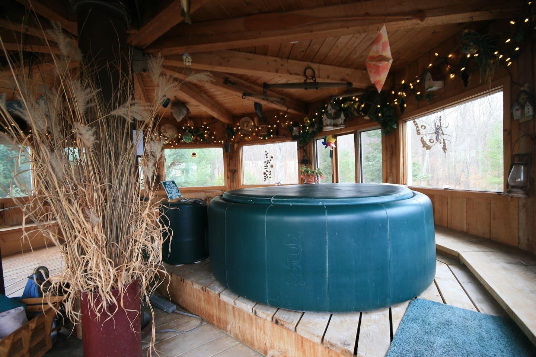 Solarium with Hot Tub