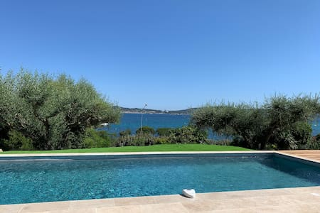 Villa by the beach - View on St Tropez