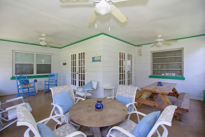 A Wave From It All - Lyons Beach Bliss - Downstairs - 3 Bedroom