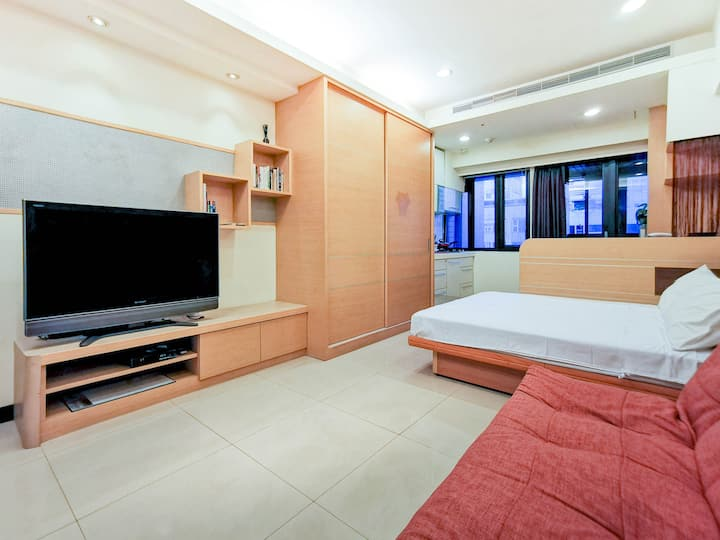 Modern Studio above MRT Nanjing Sanmin捷運就在樓下/近饒河夜市