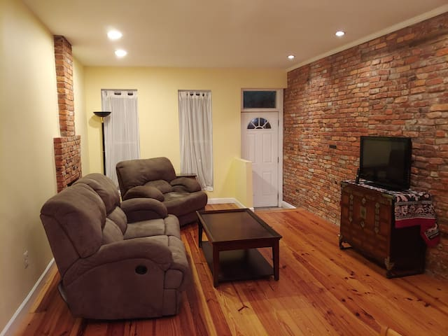 Cozy Hampden Row House for 13 week Travel Nurses