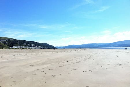Beachfront holiday home - Aberdovey