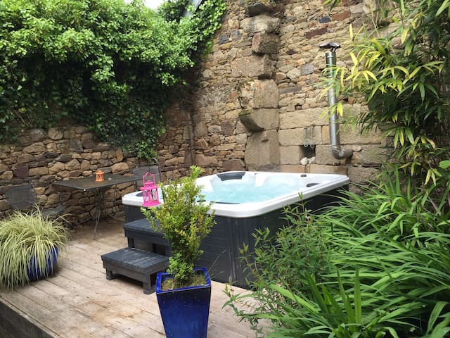 Country House with hottub Brittany Bretagne France