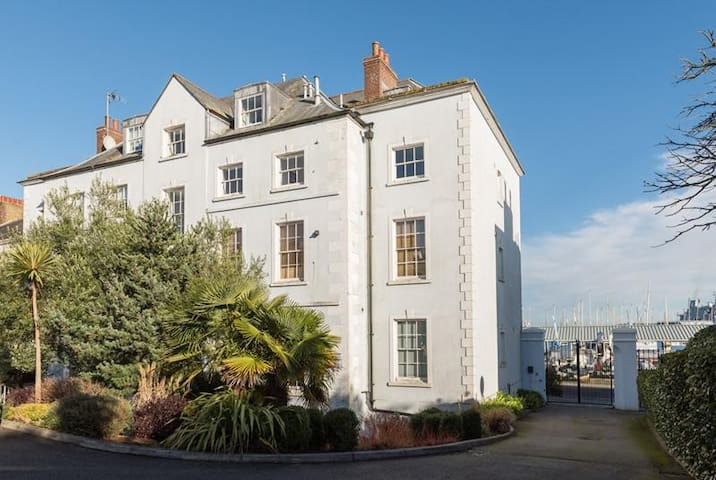 Stone's Throw - 2 Bed Apartment Centre of Falmouth