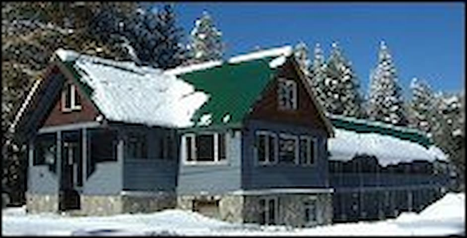 Kingvale Lodge One Bedroom Suite (Max. 4 Persons) - Soda Springs