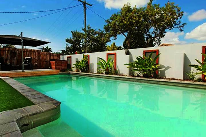 Private entry, Queen Ensuite aircon, kitchen, pool