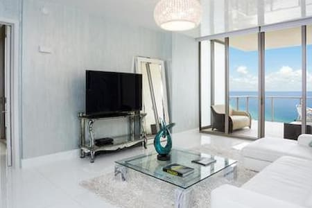 1 Bedroom @ The St Regis + Oceanview + Balcony - Bal Harbour