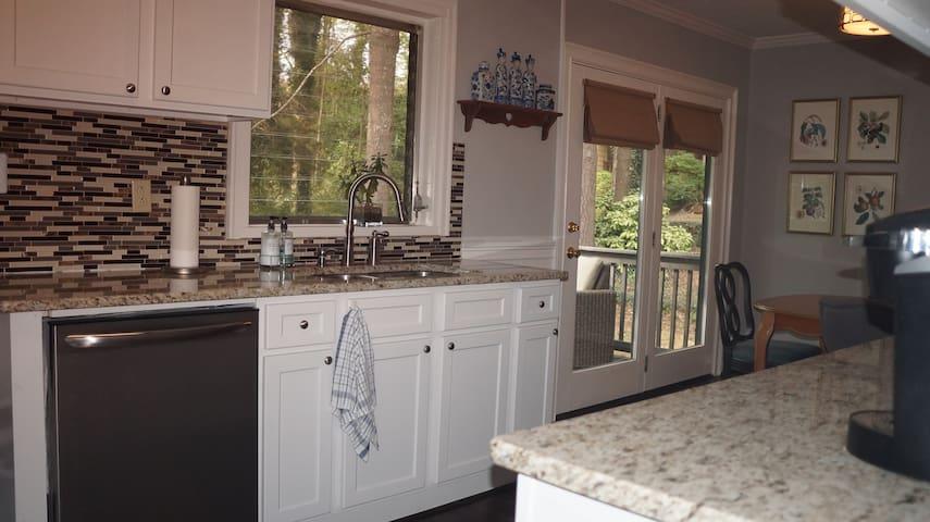 Decatur 3 Bedroom House - Clean - New Appliances