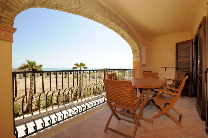 LicataMarina: just on the beach, 5 beds, terrace - Licata - Lägenhet