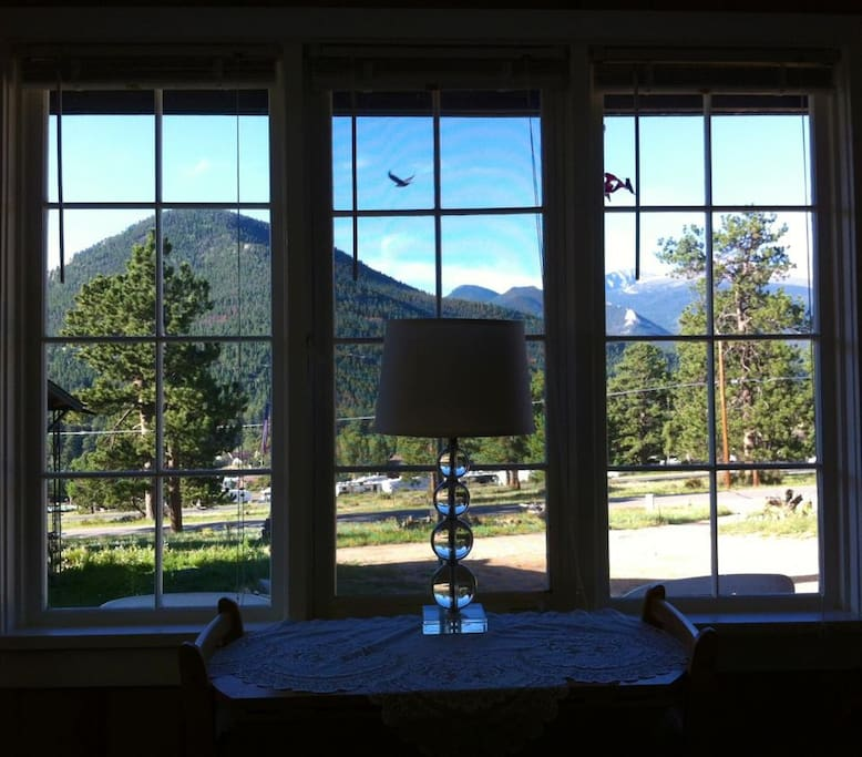 ALPENHAVEN COTTAGE OF ESTES / RMNP PARK VIEW SOUTH FROM THE LIVING ROOM
