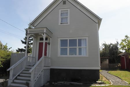 Hesselgrave House-REMODELED! - Coupeville - Huis