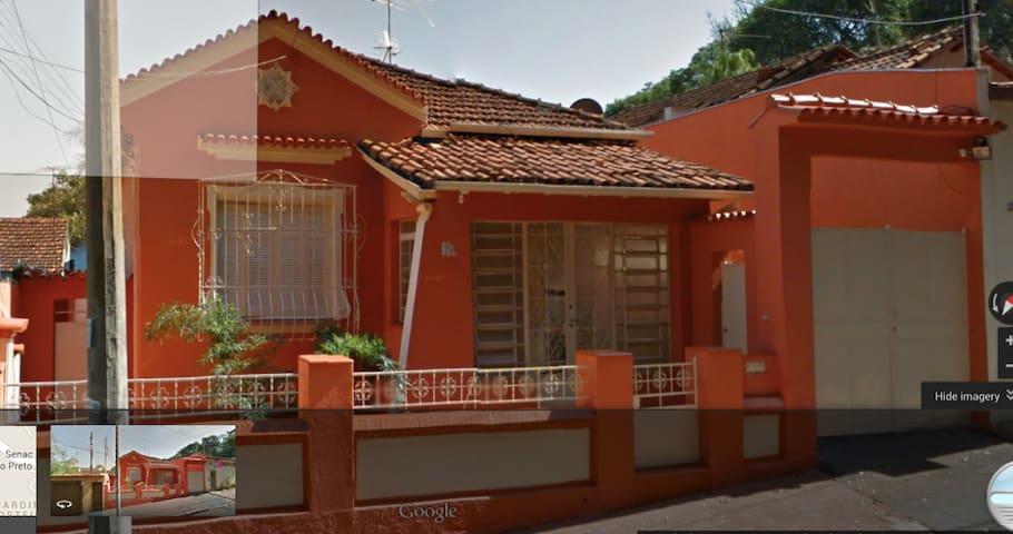 Casa Matriarcal em frente ao Bosque