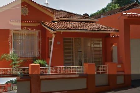 Casa Matriarcal em frente ao Bosque - Ribeirão Preto - Ev