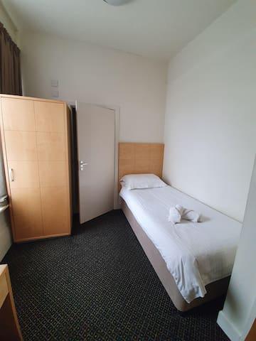 Standard Single En-Suite Room