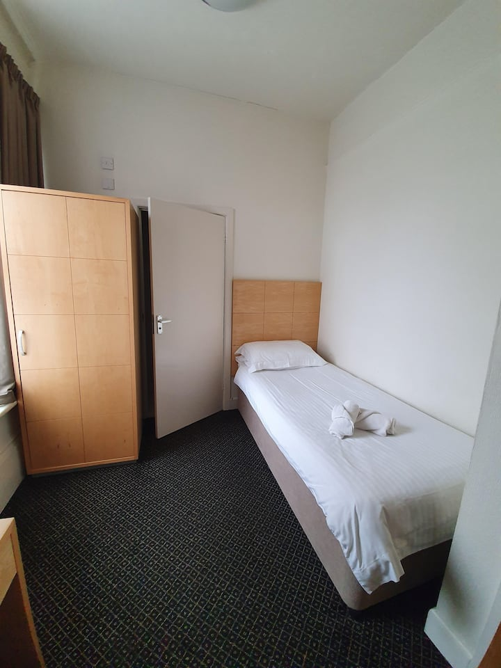 Standard Single En-Suite Room