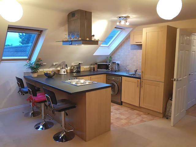 Cosy maisonette double bedroom with friendly hosts