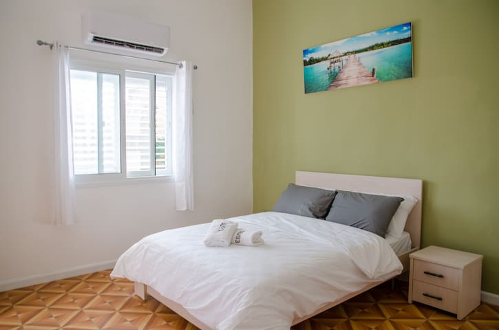 One bedroom apartments on Ben-Yehuda 93