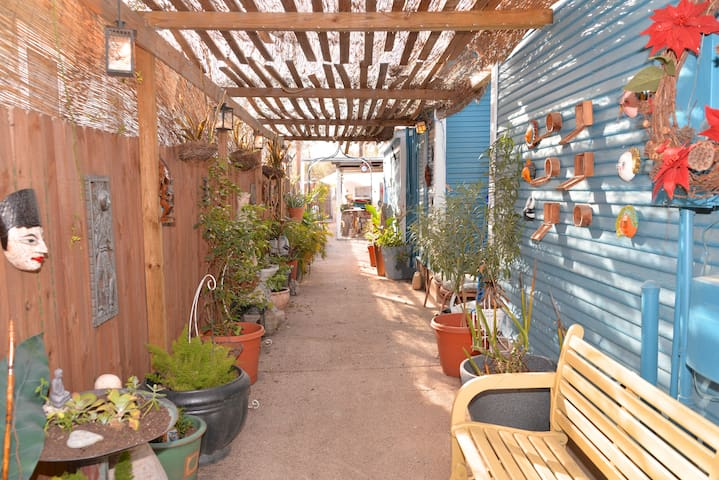 Close to Downtown -Casa Tierra Alta