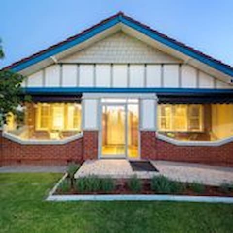 """""""Haslemere""""  in central Wodonga - Wodonga - House"""