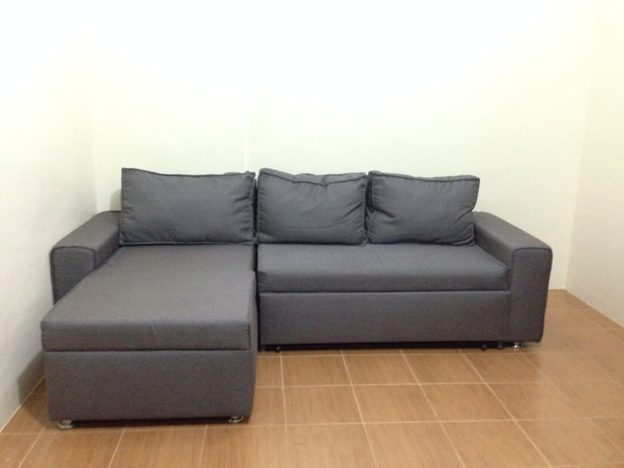 Cozy 2br nr mrt pioneer woodlands condominiums for for Shale sofa bed