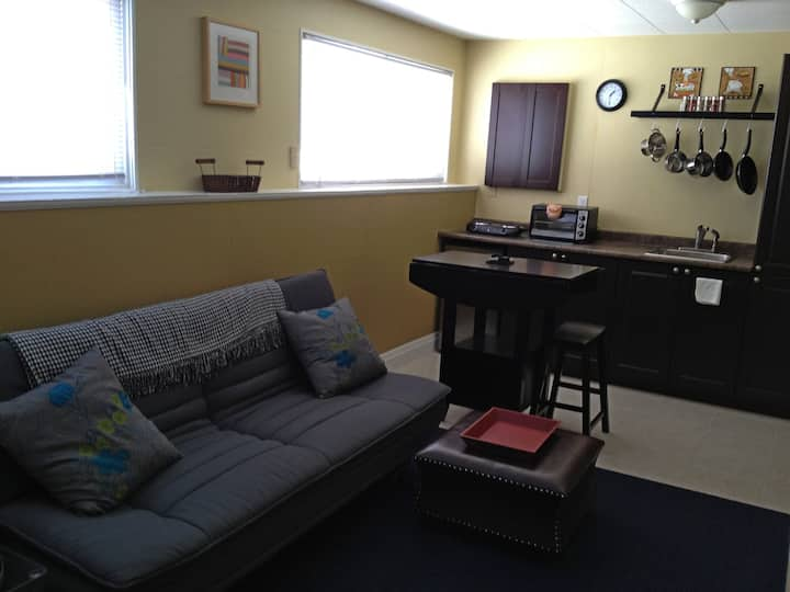 West Central. Bright Fully Contained 1 Bdrm.
