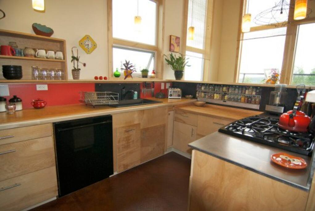 Have fun preparing meals together in the roomy, fully-furnished kitchen.