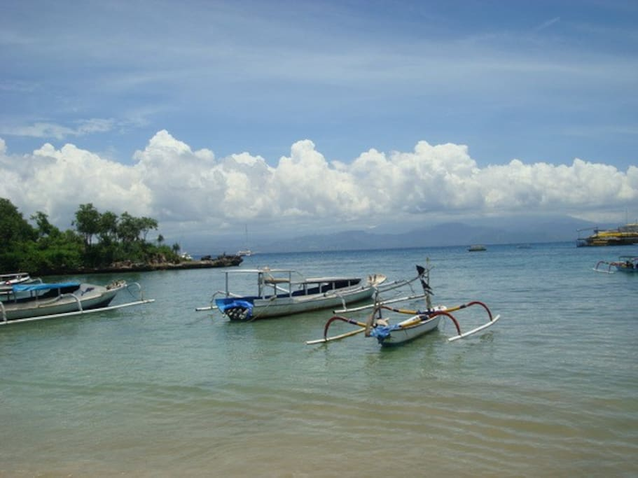 The beach of Nusa Lembongan Island