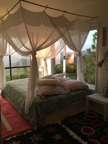 Gorgeous private room with views - Karekare