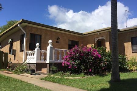 Goosepond & Mountpleasant - North Mackay - Villa